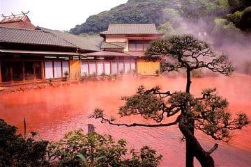 บ่อน้ำพุร้อนสีเลือด